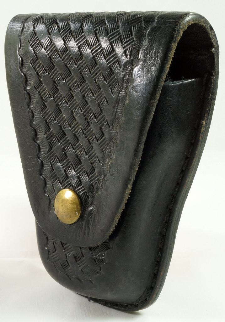 RD23627 Vintage Ted Blocker # 23 Black Heavyweight Leather Hand Cuff Case - Basket Weave DSC07630