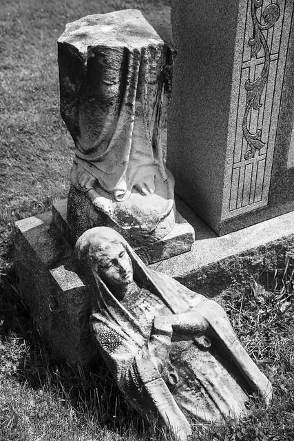 Holy Cross Cemetery-3E0A4954