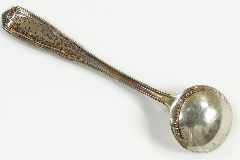 RD26566 Vintage Westmoreland Sterling SIlver Salt Spoon and Cambridge Glass Dish DSC07698