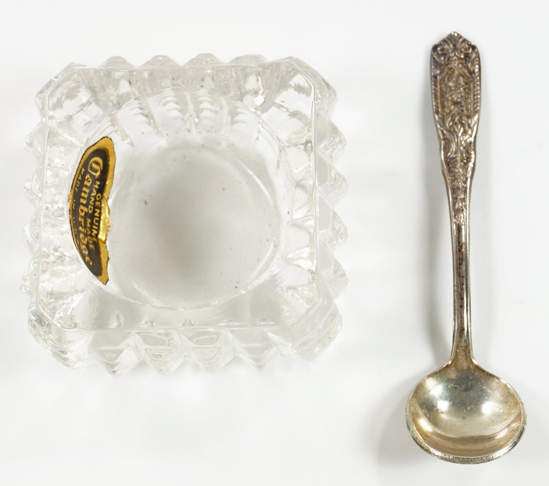 RD26566 Vintage Westmoreland Sterling SIlver Salt Spoon and Cambridge Glass Dish DSC07694
