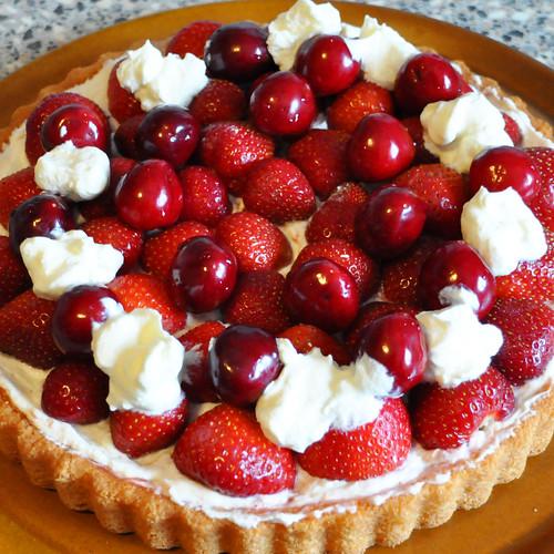 Juni 2020 ... Erdbeerkuchen, Kirschkuchen ... Erdbeeren, Kirschen ... Brigitte Stolle