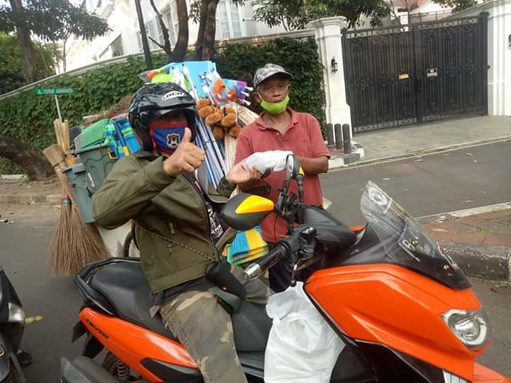 Gomax Riders ( Gojek Nmax ) Riders Peduli dalam masa Pandemi Masker