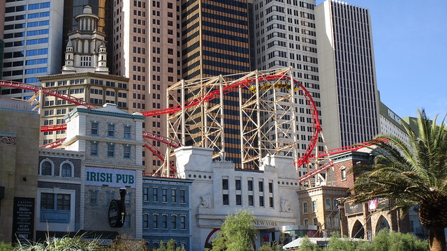 Nevada - Las Vegas: NEW YORK - NEW YORK => The Big Apple Coaster - a thrilling ride on the roof of the casino and along the facade of the Manhattan scenery