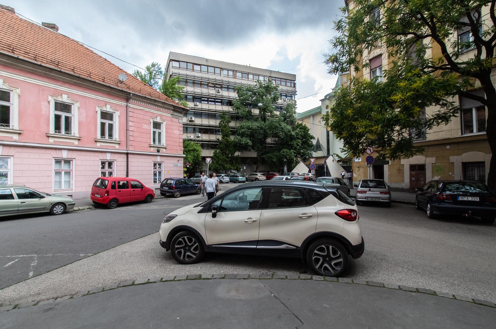 Az ingyenes parkolás tényleg gallyra vágta a belvárost