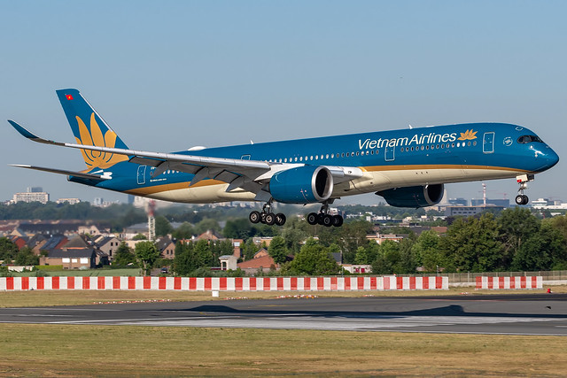 Vietnam Airlines / A359 / VN-A892 / EBBR 01