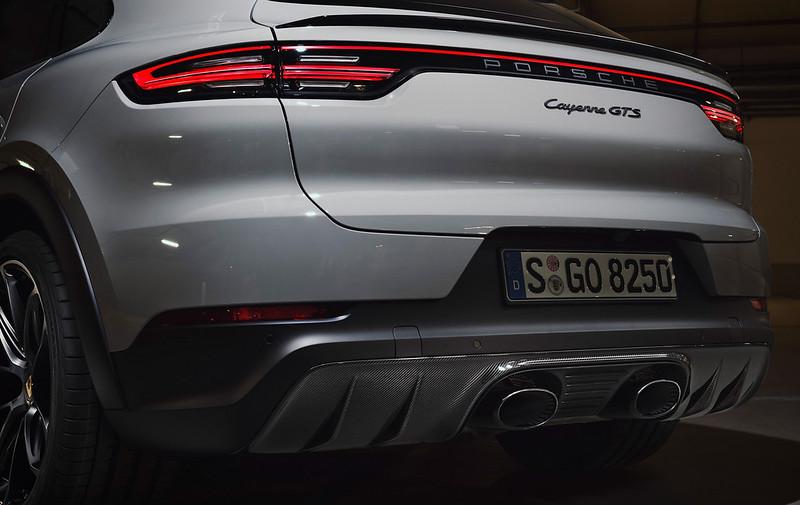 2021-Porsche-Cayenne-GTS-5
