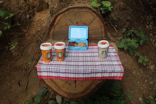 Starbucks Caramel Macchiato bzw. Starbucks Caffé Latte zu Schoko Hobbits