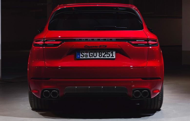 2021-Porsche-Cayenne-GTS-7