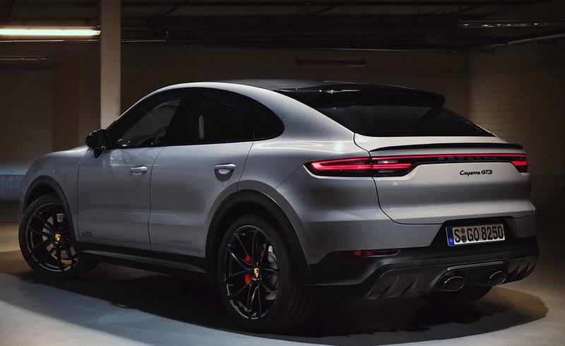 2021-Porsche-Cayenne-GTS-3