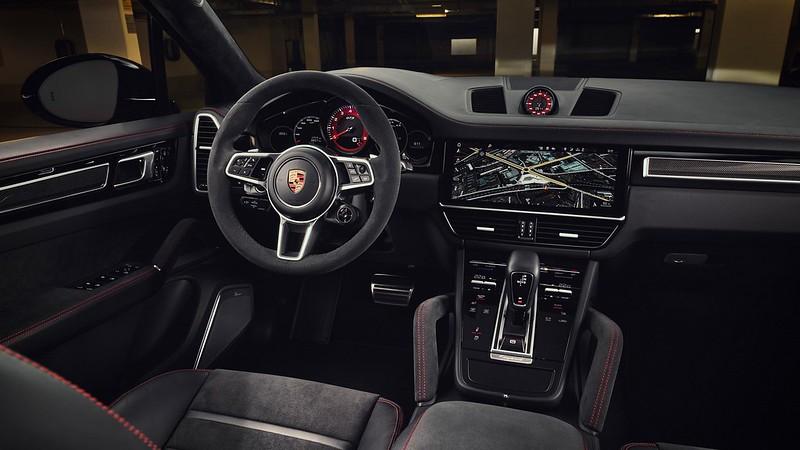 2021-Porsche-Cayenne-GTS-9