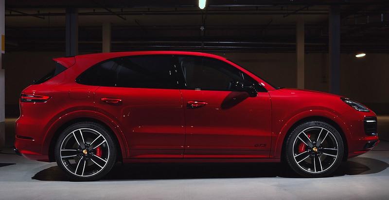 2021-Porsche-Cayenne-GTS-13