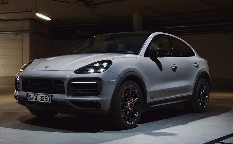 2021-Porsche-Cayenne-GTS-2