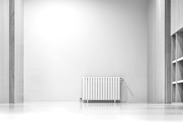 La soledad del radiador del fondo.