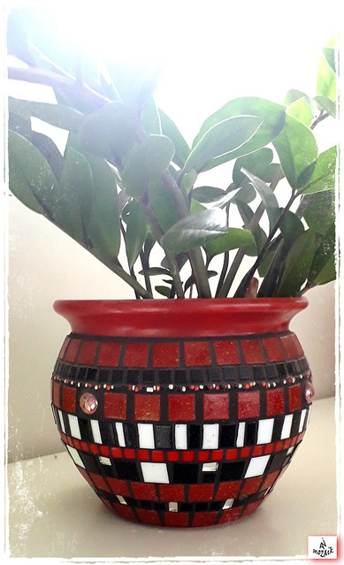 Mosaic red pot