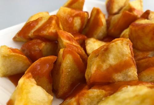Ración de patatas bravas
