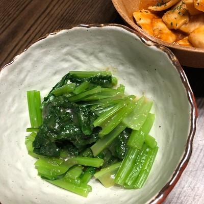 初収穫の小松菜は温野菜にして玉ねぎドレッシングでいただきます