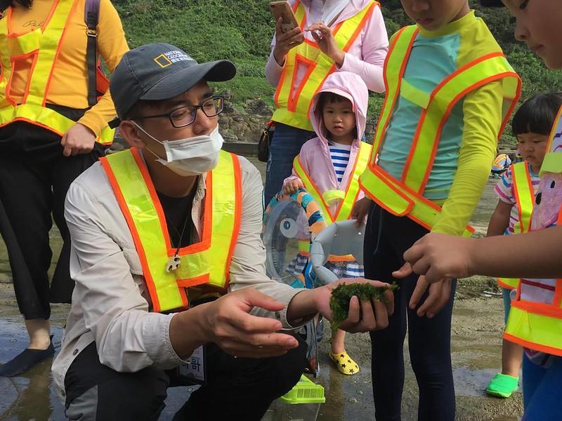李盛傑以友善的方式讓民眾親近海洋生物。圖/慢島旅提供