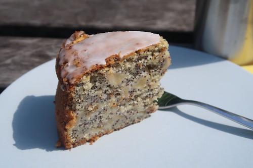 Mein erstes Stück vom Apfel-Mohn-Kuchen