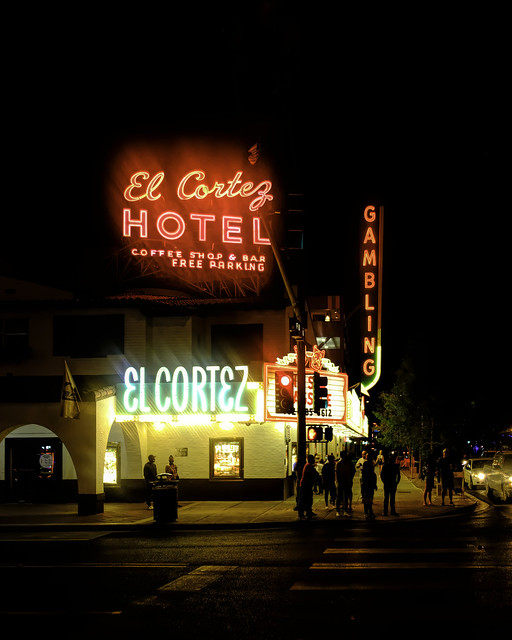 02469376423120005-125-20-06-Neon Lights Downtown Vegas-17