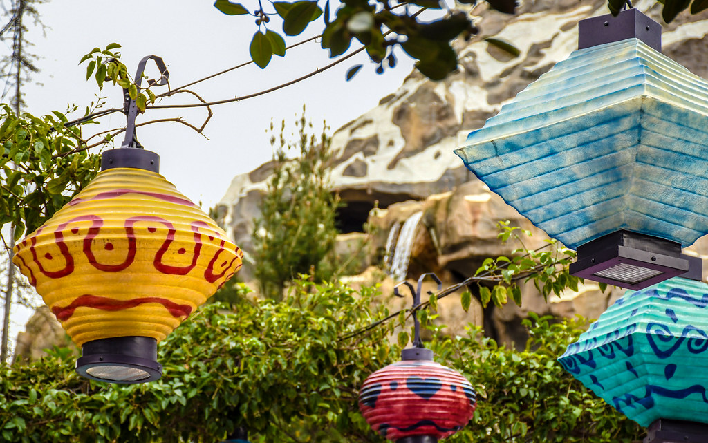 Mad Tea Party Lamps Matterhorn waterfall DL