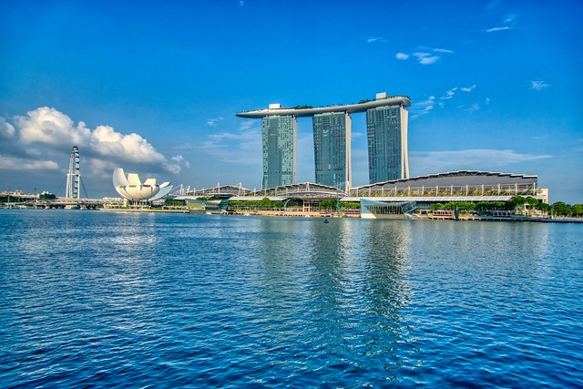 Marina Bay Sands Hotel with the Arts & Science museum and The Shoppes by the Bay at Marina Bay in Singapore