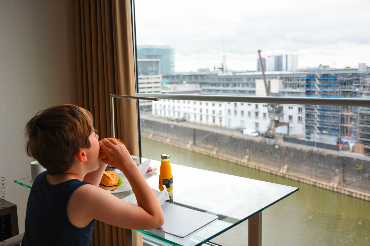 Duesseldorf-Hotel-(5)