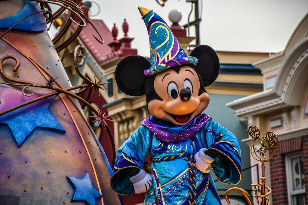 Mickey closer Magic Happens DL