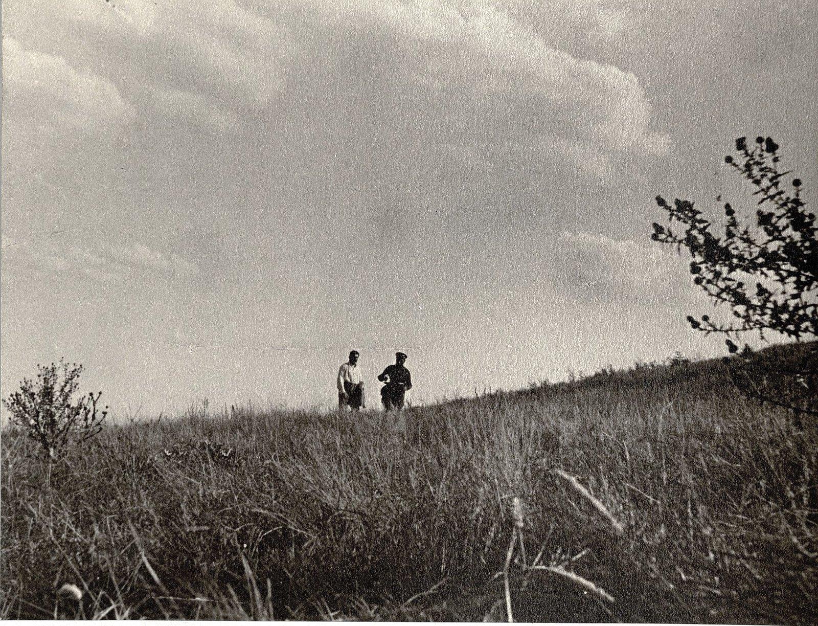 68. И.В. Сталин и С.М. Буденный в Сальских Степях