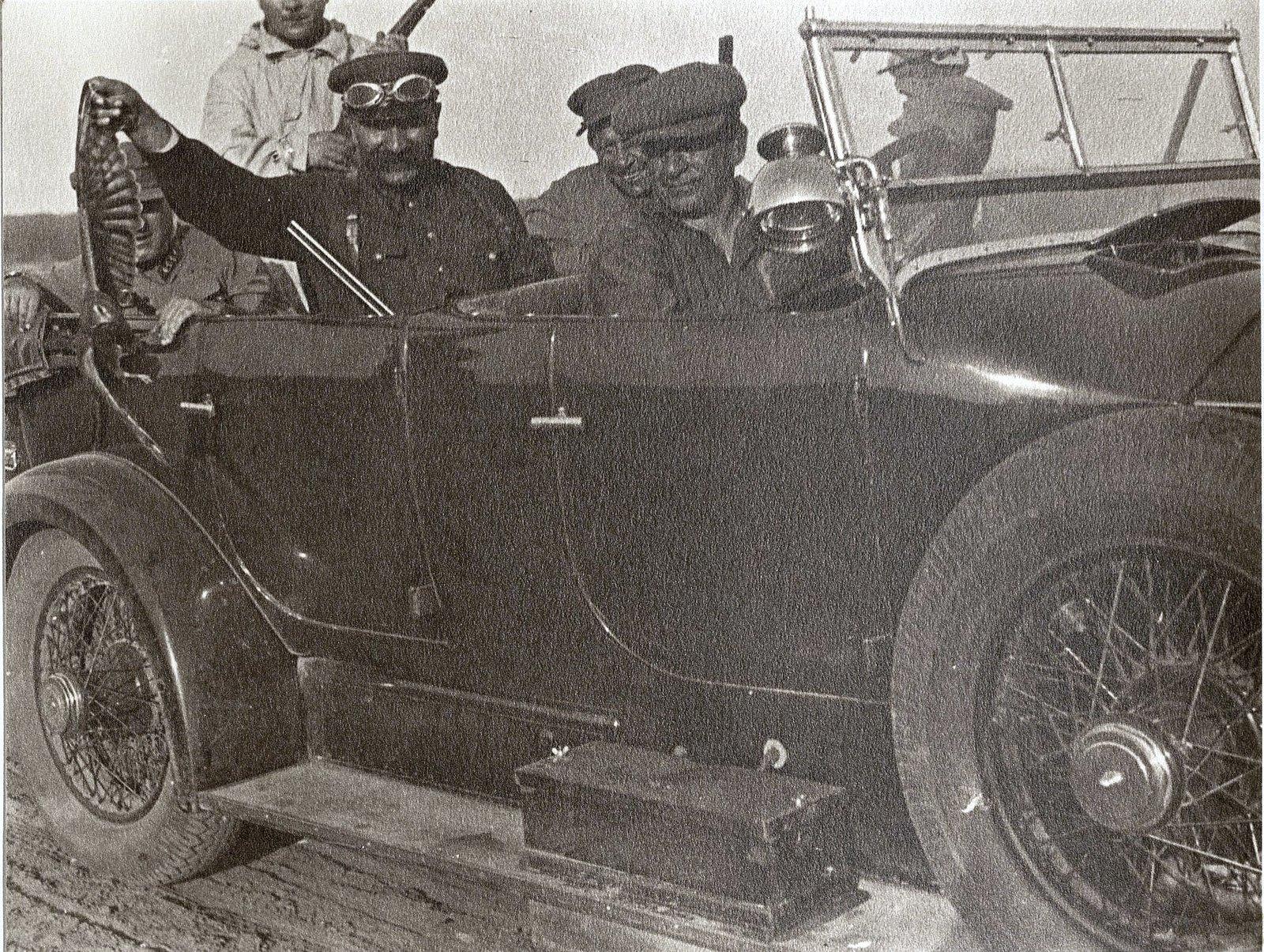 56. М.С. Буденый в автомобиле с егерями после охоты