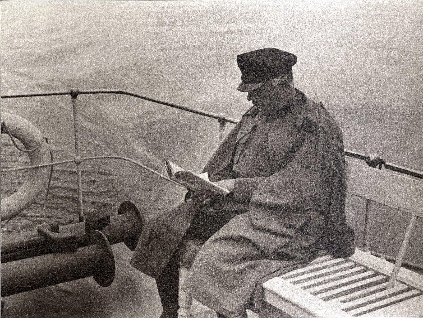 45. К.Е. Ворошилов на теплоходе Клара Цеткин Август 1933