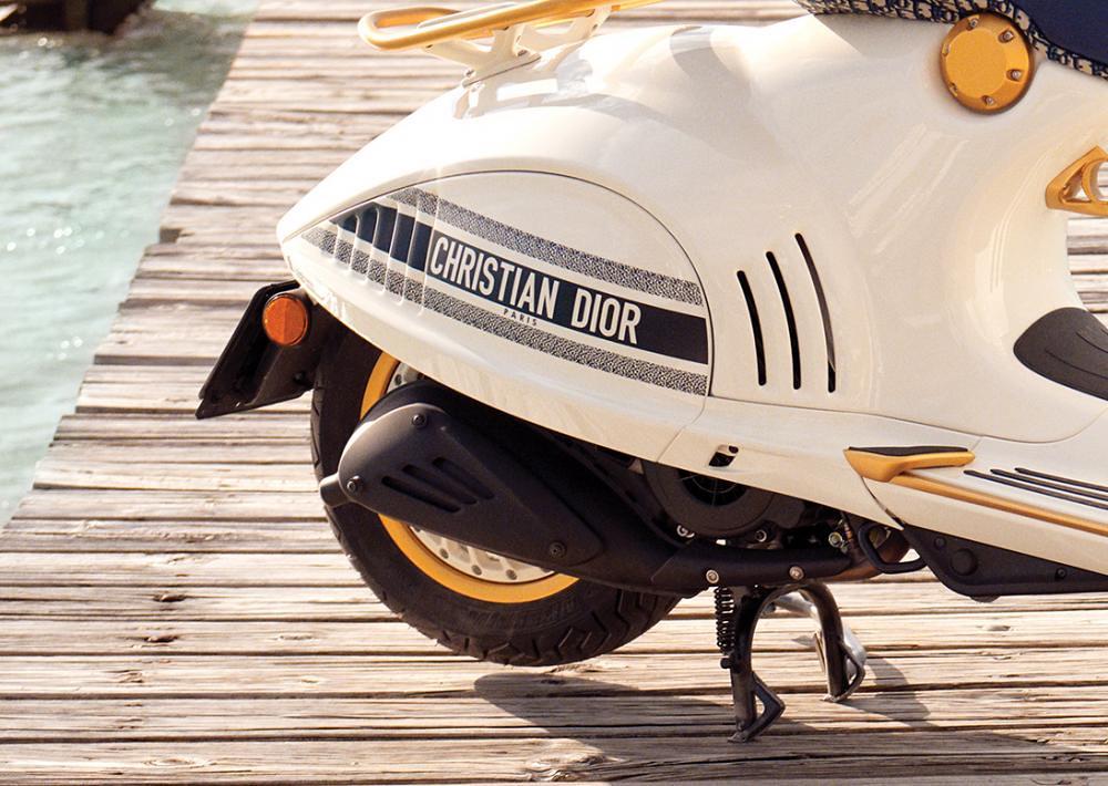Vespa 946 Christian Dior Logo