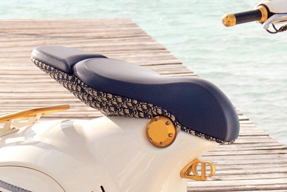 Vespa 946 Christian Dior Sadle