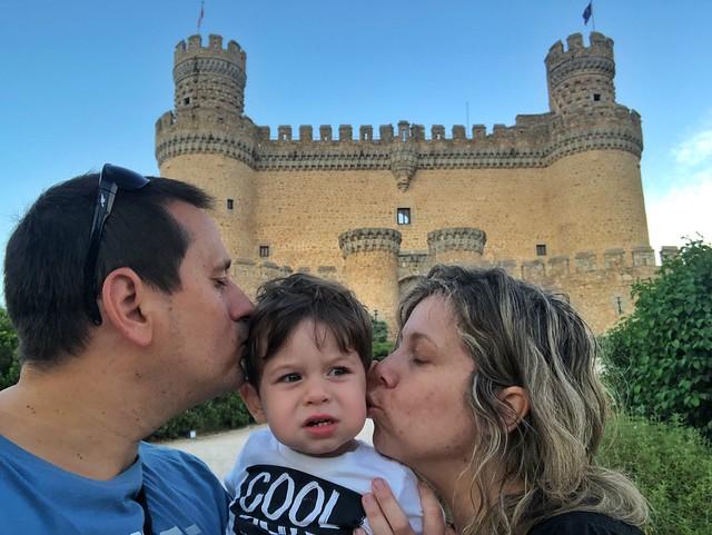 La familia en el castillo de Manzanares El Real (Madrid)