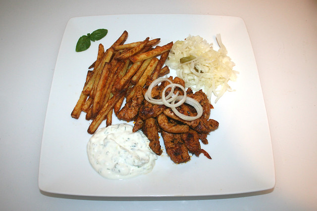 52 - Turkey gyros with tzatziki, french fries & cole slaw - Served / Putengyros mit Tzatziki, Krautsalat & Pommes Frites - Serviert