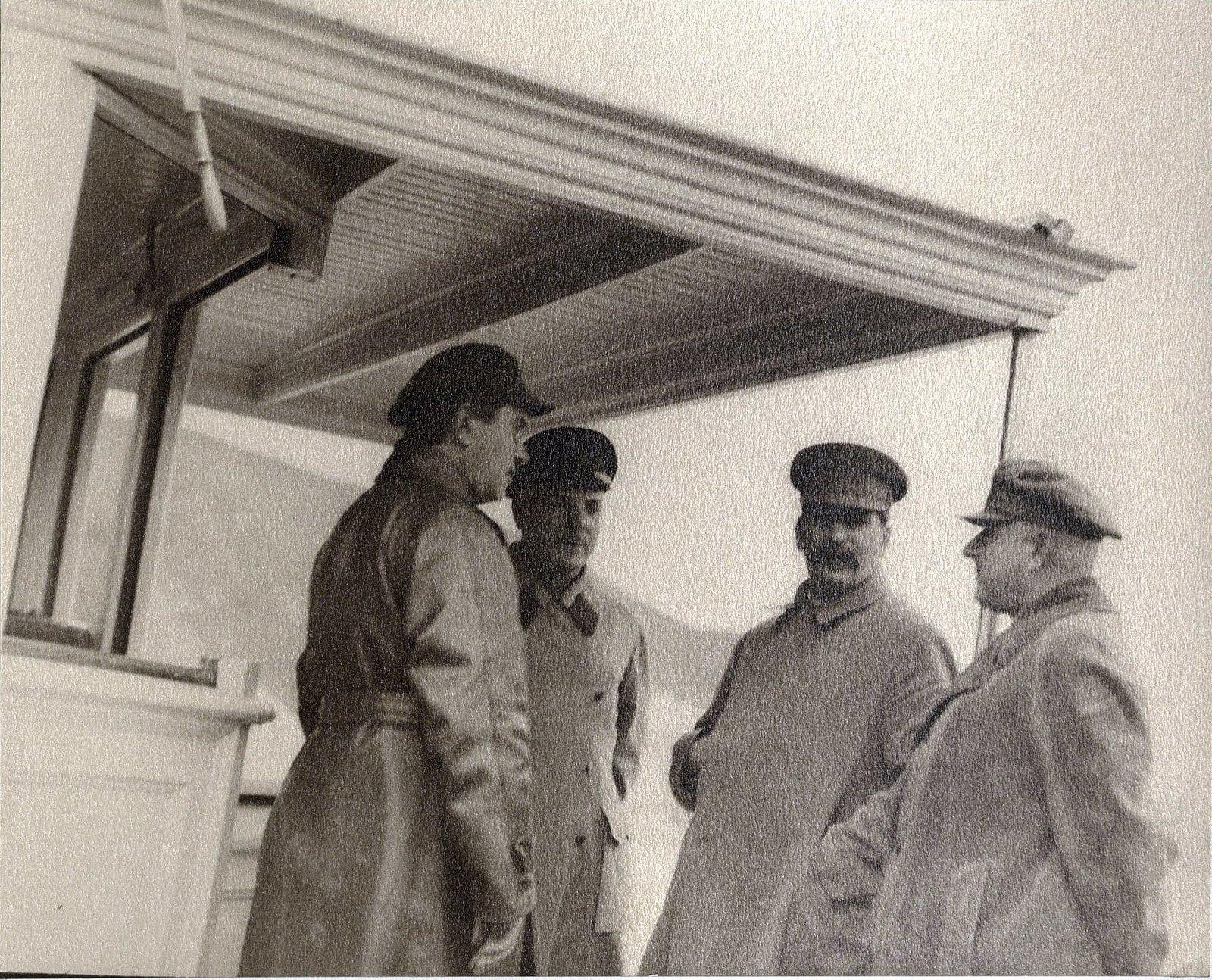 44. К.Е. Ворошилов, И.В. Сталин, К.В. Паукер, Н.С. Власик на теплоходе Клара Цеткин Август 1933