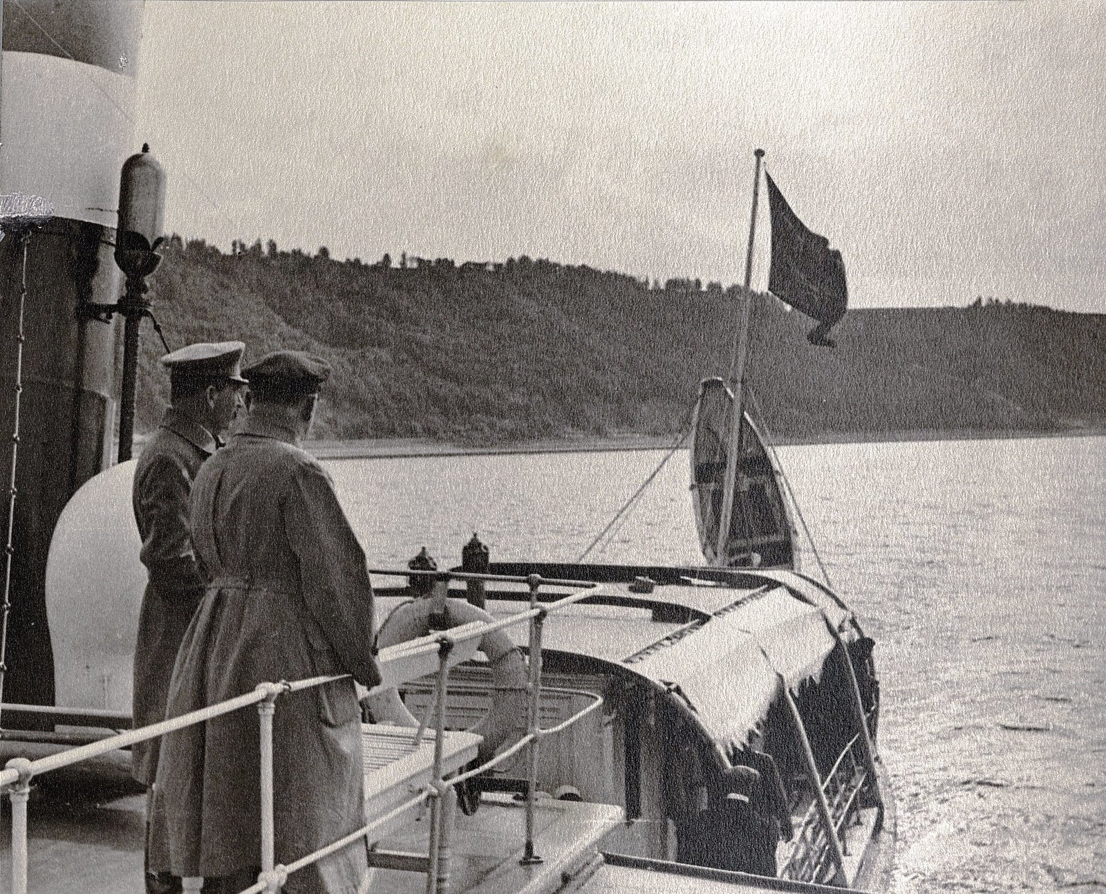 38. И.В. Сталин, К.Е. Ворошилов на теплоходе. Август 1933