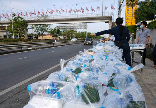 #ปันน้ำใจสู้ภัยโควิด-19 #คนไทยไม่ทิ้งกัน