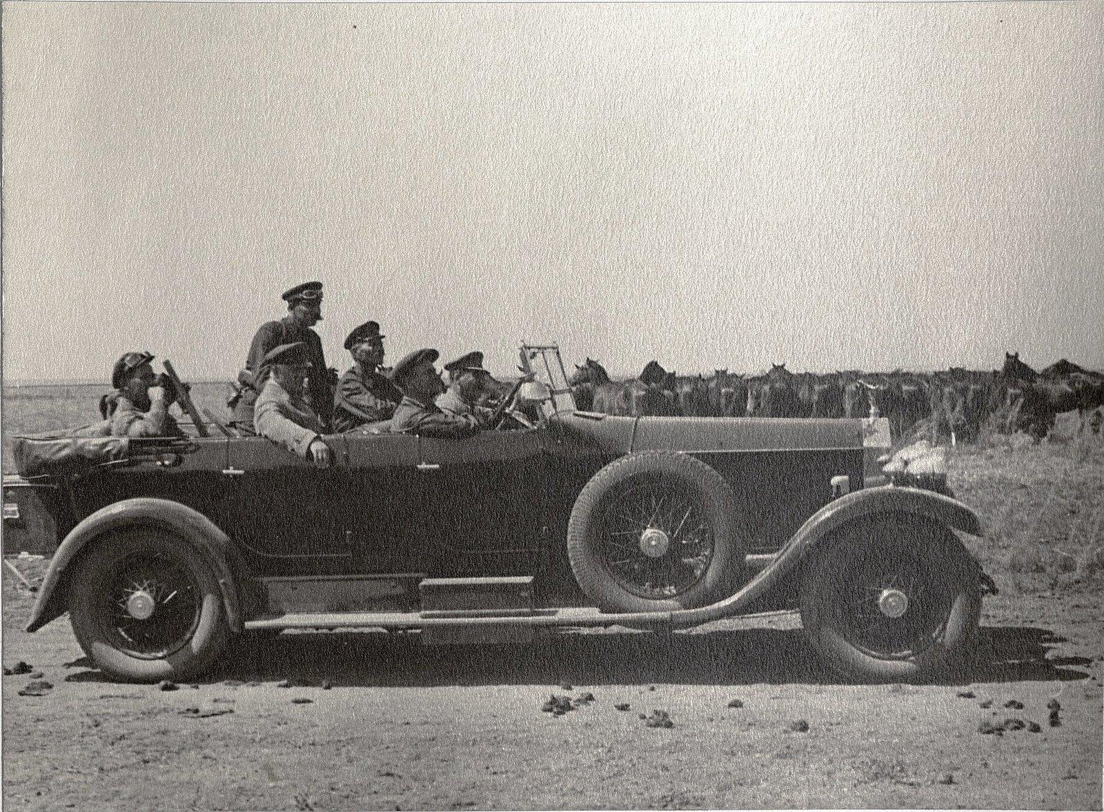 59. И.В. Сталин, К.Е. Ворошилов, С.М. Буденный во время посещения конного завода. Август 1933