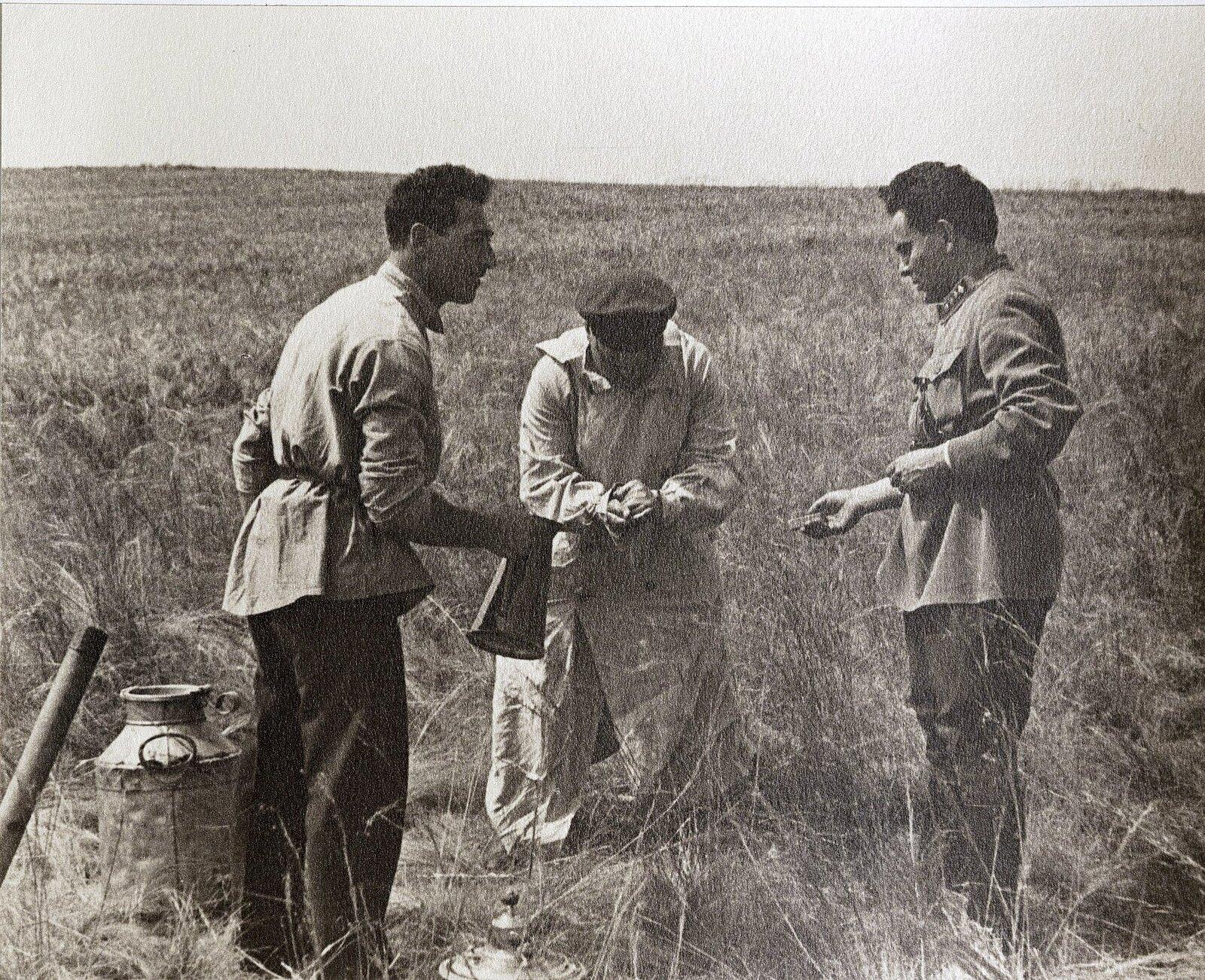 58. К.Е. Ворошилов с сотрудниками охраны. Август 1933