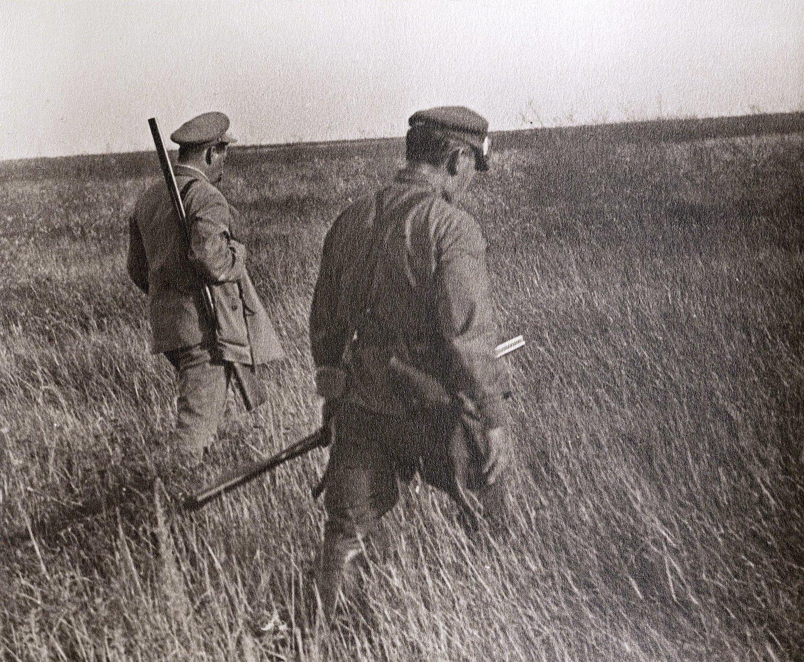 57. Сталин с егерем на охоте. Август 1933