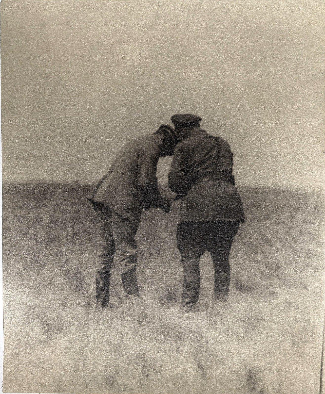 55. И.В. Сталин и сотрудник охраны в Сальских степях. Август 1933