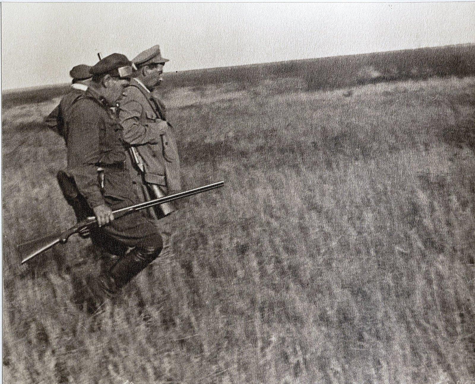 52. И.В. Сталин, К.Е. Ворошилов, сотрудник охраны на охоте в Сальских степях. Август 1933