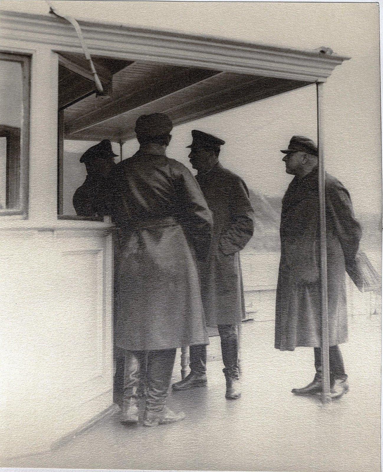 43. К.Е. Ворошилов, И.В. Сталин, К.В. Паукер, Н.С. Власик на теплоходе
