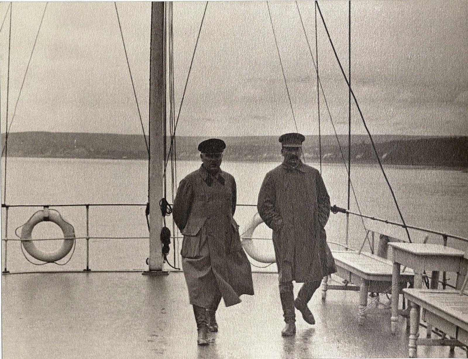 41. И.В. Сталин, К.Е. Ворошилов на теплоходе. Август 1933
