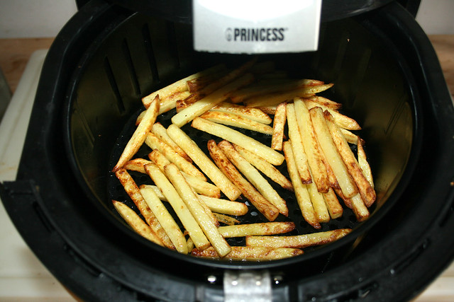 49 - Pommes durchschütteln / Shake french fries