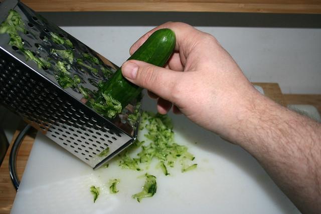 19 - Gurke reiben / Grate cucumber