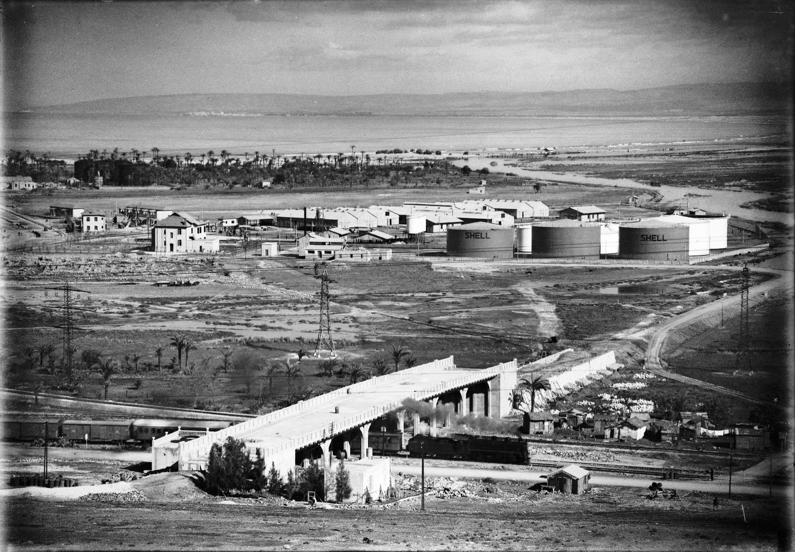 Нефтяные резервуары Шелл около Хайфы