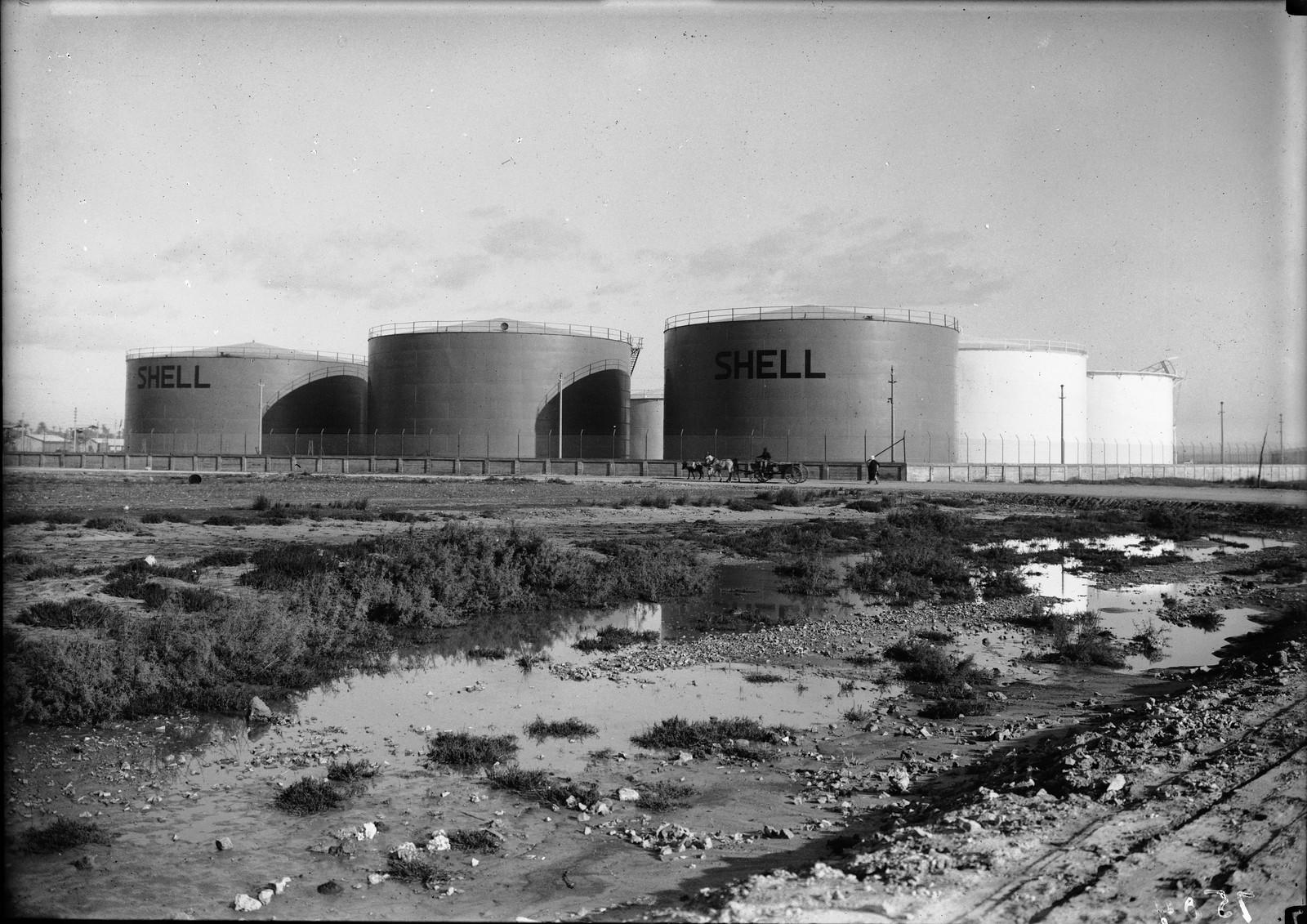 Нефтяные резервуары Шелл возле Хайфы