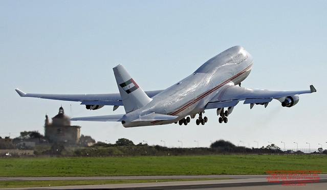 A6-COM LMML 08-01-2011 United Arab Emirates - Dubai Air Wing Boeing 747-433(M) CN 25074