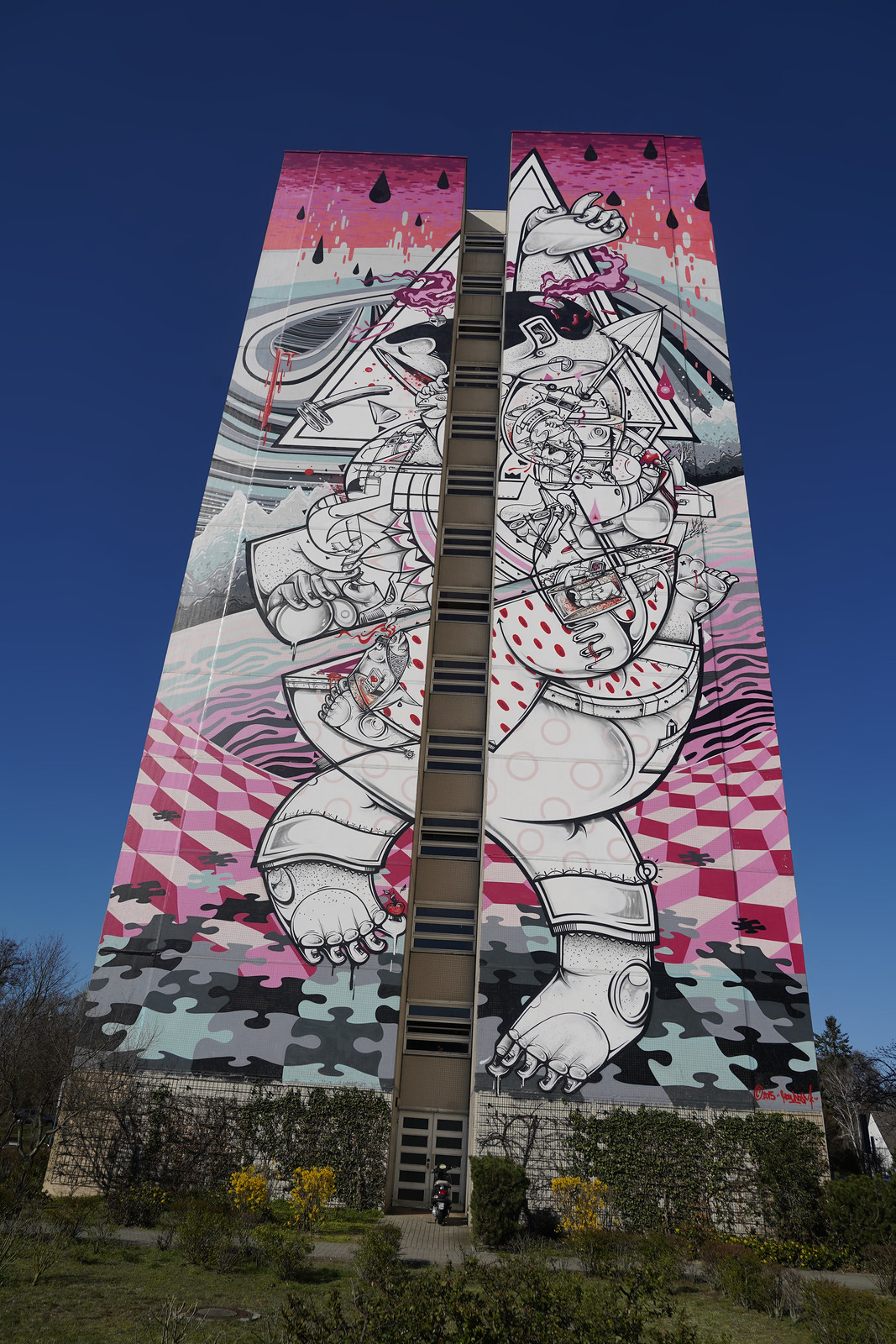 On-tiptoes Mural by How Nosm